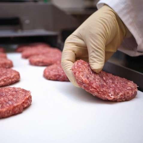 Работа для мужчин, женщин и семейных пар на мясокомбинате в Литве