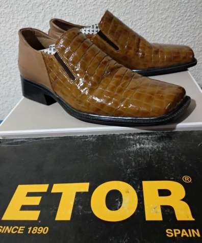 Лаковые туфли фирмы Etor