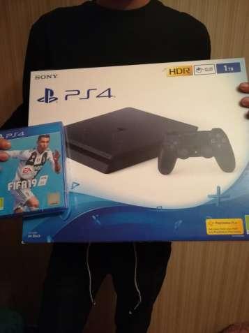 SONY PS4 SLIM 1TB+FIFA 19
