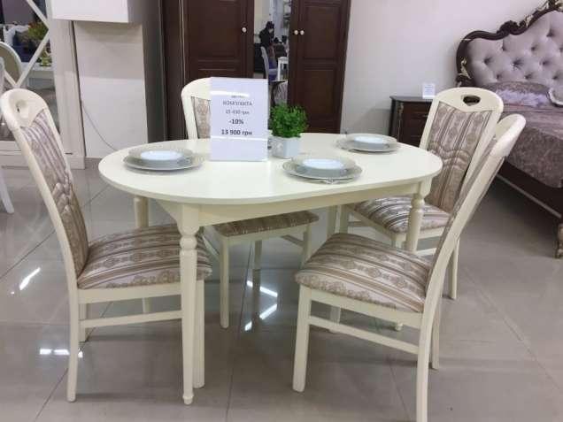 Продам стол и стулья в гостинную, кухню
