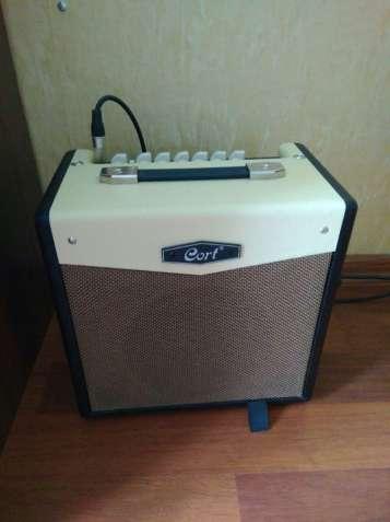 Комбоусилитель для гитары Cort CM15R