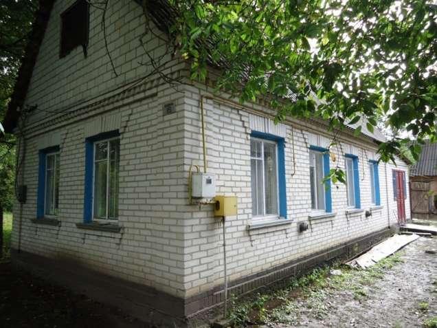 Запрудье. Кирпичный дом с большим участком.