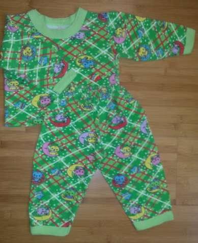 Продам пижаму детскую теплую с начесиком внутри.
