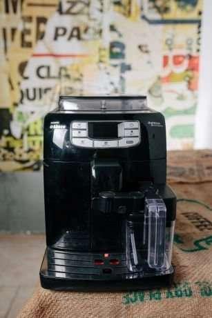 Кавомашина кофемашина кавоварка Saeco Intelia