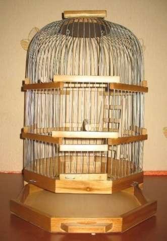 Клетка для волнистых попугаев восьмигранная.