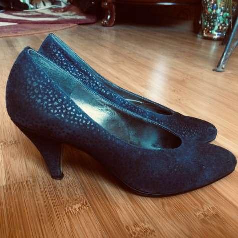 Продам туфли женские натуральная замша 37 размера.