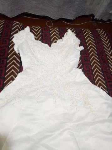 Шикарное свадебное платье Benjamin Roberts,