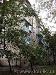 Продам на Отрадном в Соломенском районе 3-х комнатную квартиру 60 / 33