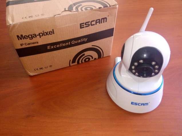 Поворотная IP камера ESCAM QF002 с подключением через LAN и WIFI