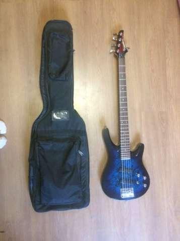 П'ятиструнна бас гітара Washburn Axxess XS-5 1990 року.