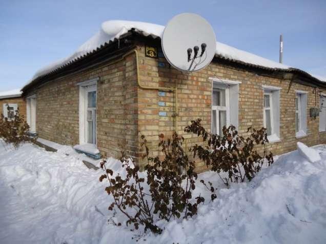 Кагарлык. Одноэтажный многоквартирный дом на семи сотках.