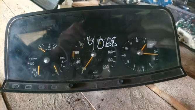 Mercedes W123 спидометр приборный щиток. Tacho Clock 87 001 050