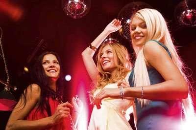 Танцовщицы в ночный клуб в Турции(запрет интима)