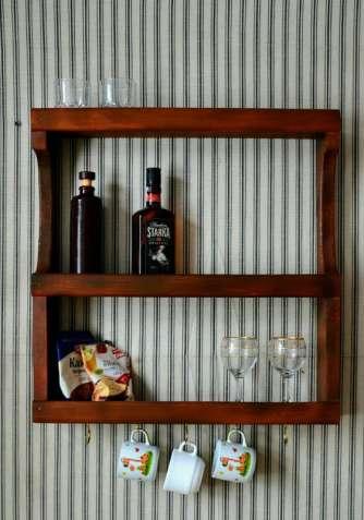 Кухонна дерев'яна поличка для посуду та спецій. Навесная деревянная по
