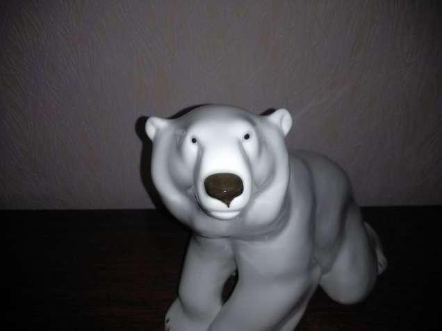 Продам большую статуэтку Белый медведь производство ЛФЗ 2000 грн Торг