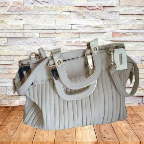 Стильная летняя женская сумка бежевая
