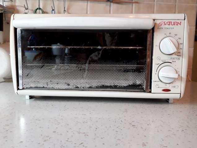 Электрическая печь/тостер Saturn б/у в отличном рабочем состоянии