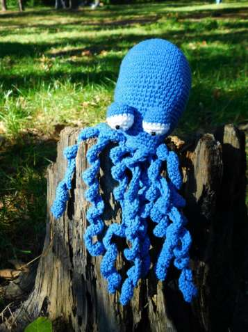Авторская оригинальная игрушка ручной работы осьминог