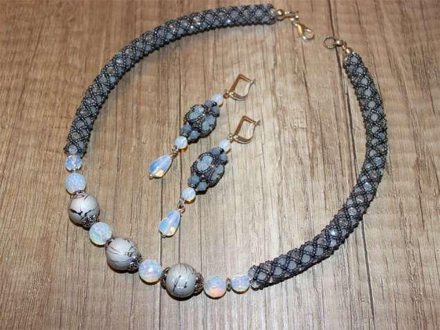 Комплект из опалита, опалит и кристаллы , серьги и ожерелье