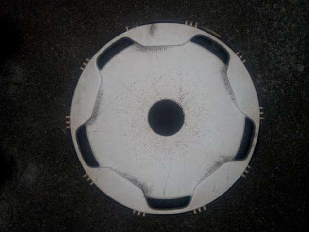 Продам колпак большого диаметра белый (на грузовик или автобус)