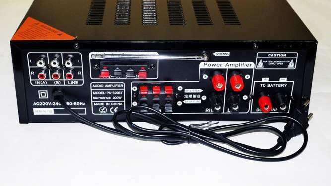 Усилитель звука UKC AV-329BT Bluetooth Караоке 4 микрофона