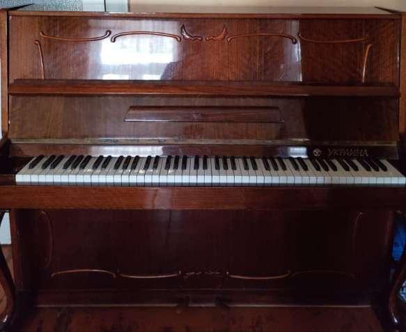"""Продам пианино """"Украина"""" с гнутыми ножками, фигурными накладками"""