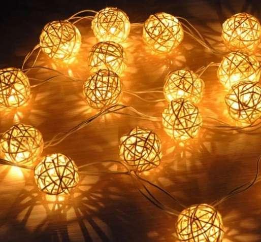 Гирлянда шарики led светодиодная. для дизайна. ротанг. на батарейках.