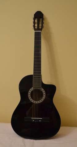 Срочно продам акустическую гитару