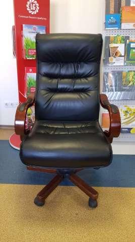 Кресло руководителя большое и крутое