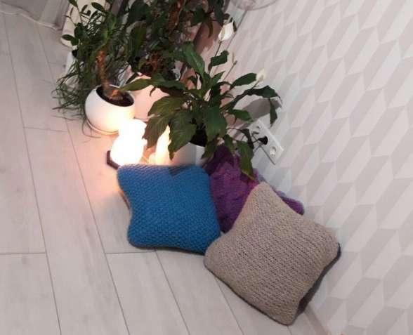 Декоративные вязаные подушки