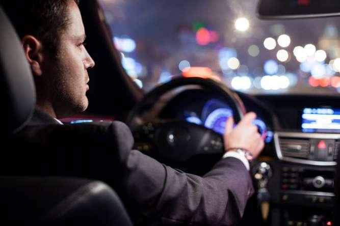 Требуется крутой водитель с личным автомобилем