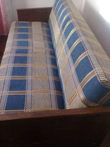 Продам старий диван (СРСР) у доброму стані.
