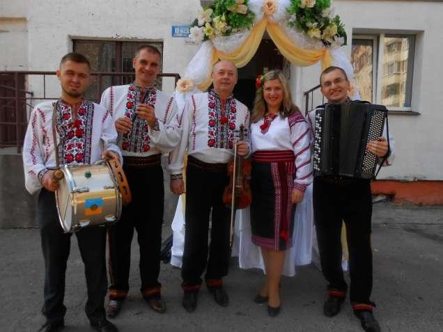 """Музиканти на """" весільну браму"""""""