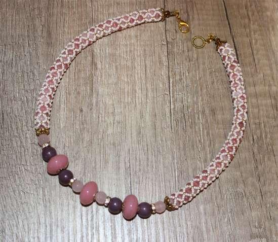 Ожерелье с розовым кварцем, самоцветы, подарок, розовый кварц