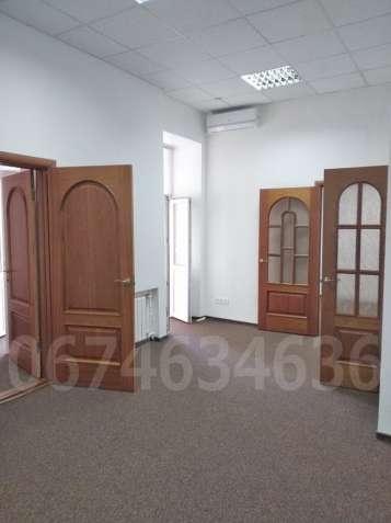 Офис-шоурум 65 м2 в фасадном доме, Львовская пл, Сечевых Стрельцов 10