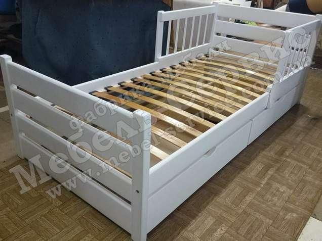 Кровать Софи из натурального дерева
