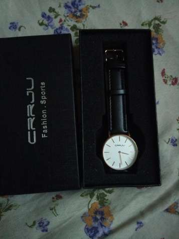 Новые классные наручные часы с кожаным ремешком
