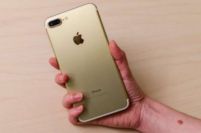 NEW Apple iPhone 7 Plus + 32gb