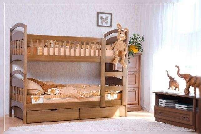 Двухъярусная кровать с ящиками.