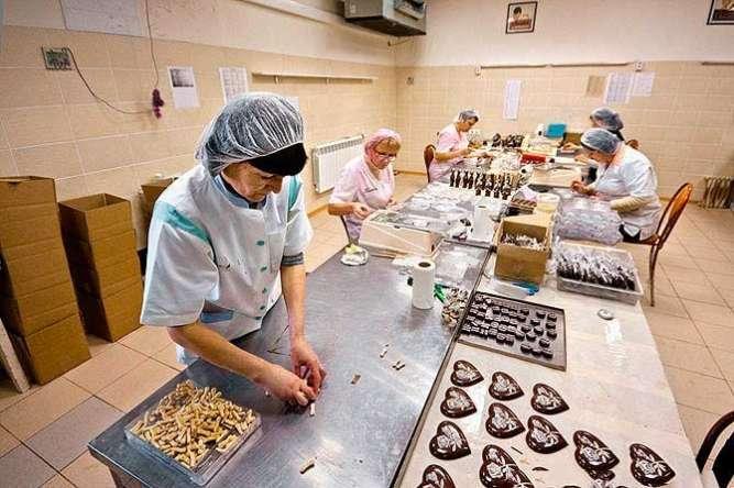 Работники на производство ваф.батончиков в Польшу