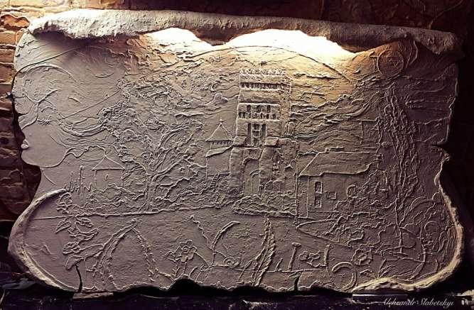 Архітектурна пам'ятка,абстрактна сенсова настінна скульптура Луцьк.