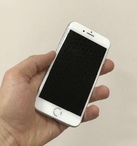 Продам iPhone 8 64Gb Silver