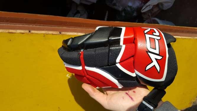 Форма игрока хоккей, хоккейная,наколенники, перчатки, нагрудник, шорты