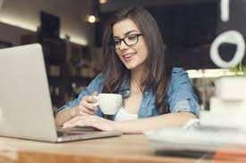 Менеджер по созданию   и ведению клиентской базы.