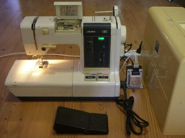 Швейная машинка Juki Flora 550 с адаптером и педалью б/у.