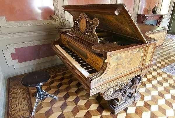 Получить разрешение на вывоз старинного рояля или пианино заграницу