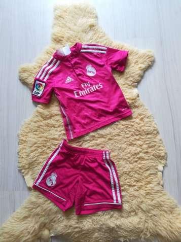 Футбольный костюм на 3-4 года