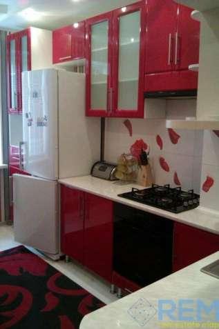 Продажа 3-х комнатной квартиры с ремонтом на улице Высоцкого