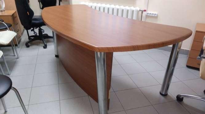 офисный большой стол, тумбочки, стулья