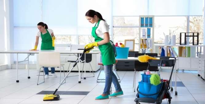 Рабочие для уборки офисных помещений в Варшаве
